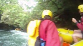 Transportar no rio de Kaituna com GoPro video estoque