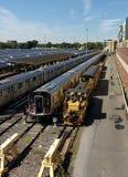 Transportarbetare i Corona Rail Yard, NYC, NY, USA arkivbilder