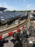 Transportarbetare i Corona Rail Yard, NYC, NY, USA Arkivfoto