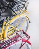 Transportat colorido de Uurban de la silla de montar de la rueda de bicicletas Fotografía de archivo libre de regalías