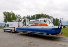 Transportation of the rescue craft on the air cushion EMERCOM of Russia `Khivus` Stock Photography