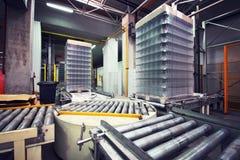 Transportbandlijn bij fabriek Foto in retro stijl wordt gestemd die stock fotografie