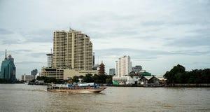 Transportboot im Fluss, Thailand Lizenzfreie Stockfotos