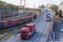 Transportbrücke in der Frachtstation Lizenzfreie Stockbilder