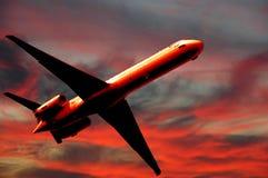 Transporte aéreo - plano y puesta del sol Fotos de archivo libres de regalías