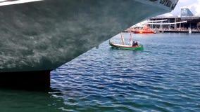 Transporte azul do barco da água do navio filme