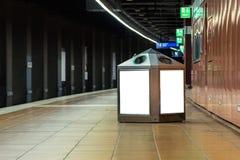 Transporte branco do modelo da placa do espaço da propaganda do metro foto de stock royalty free