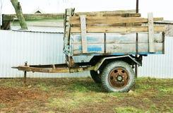 Transporte, caminhão de reboque do carro retro Imagens de Stock Royalty Free