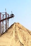Transporte da areia para construções e indústrias Imagem de Stock