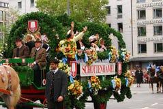 Transporte da cerveja no Oktoberfest Foto de Stock Royalty Free
