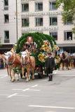 Transporte da cerveja no Oktoberfest Fotos de Stock Royalty Free