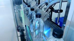 Transporte da fábrica da água vídeos de arquivo