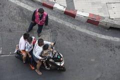 Transporte da família em Banguecoque, Tailândia imagem de stock