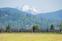 Transporte da terra na região montanhosa Fotografia de Stock Royalty Free