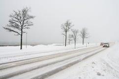 Transporte de camino en el invierno. Fotos de archivo libres de regalías