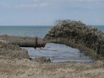 Transporte de la arena en la playa foto de archivo