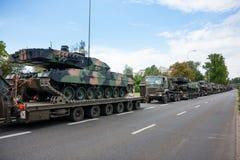 Transporte de los tanques del leopardo 2 Fotografía de archivo libre de regalías