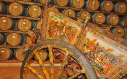 Transporte de madeira pintado siciliano velho tradicional fotos de stock royalty free