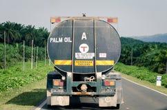Transporte del aceite de palma Imagenes de archivo