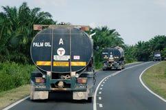 Transporte del aceite de palma Imágenes de archivo libres de regalías