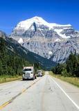 Transporte del camión en la carretera canadiense imagenes de archivo