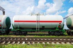 Transporte del petróleo en los tanques por el carril Fotografía de archivo libre de regalías