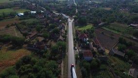 Transporte del propulsor del molino de viento a través de la ciudad metrajes