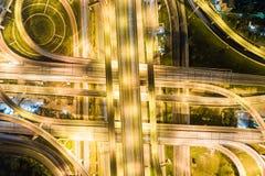 Transporte do movimento da autoestrada do tráfego da noite da vista aérea fotografia de stock royalty free