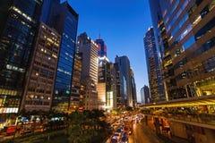 Transporte en Hong Kong entre los rascacielos Foto de archivo