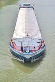 Transporte en lancha a remolque del río Fotografía de archivo