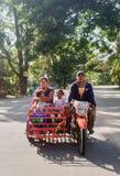 Transporte local de la familia de Filipinas Imágenes de archivo libres de regalías