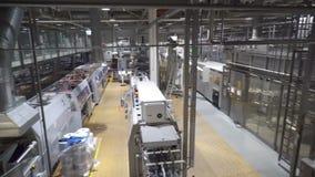 Transporte moderno para a máquina de engarrafamento da água filme