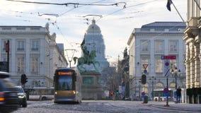 Transporte mover-se através do lugar Royale ou Koningsplein em Bruxelas, Bélgica video estoque