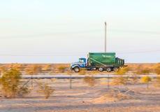 Transporte na estrada 8 no nascer do sol Imagem de Stock