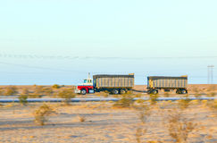 Transporte na estrada 8 no nascer do sol Foto de Stock Royalty Free