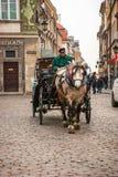 Transporte nas ruas de Varsóvia, Polônia Foto de Stock Royalty Free
