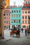 Transporte nas ruas de Varsóvia, Polônia Fotografia de Stock Royalty Free