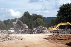 Transporte o carregamento durante o trabalho de demolição Foto de Stock