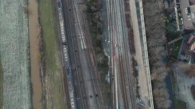 Transporte público de Rotterdam - tren del servicio del metro del RET desde arriba Paso de los trenes almacen de video