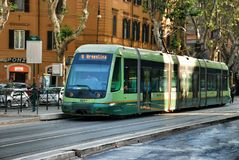 Transporte público en las calles de Roma, Italia Imágenes de archivo libres de regalías