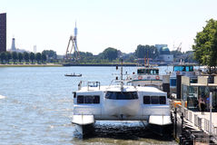 Transporte público Waterbus, Rotterdam, Holanda Fotos de Stock