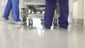 Transporte paciente no hospital vídeos de arquivo