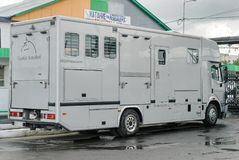 Transporte para cavalos no hipódromo de Tyumen fotos de stock