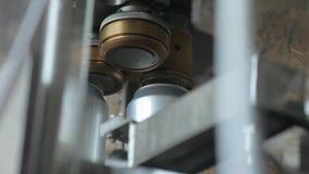 Transporte para latas de alumínio de enchimento O prendedor automático cobre as latas de alumínio filme