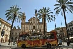 Transporte público en la ciudad de Palermo, Italia Imagen de archivo
