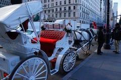 Transporte puxado por cavalos - círculo de Columbo, NYC imagens de stock
