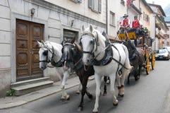 Transporte puxado por cavalos em Airolo nos cumes suíços Fotos de Stock Royalty Free
