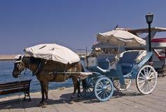 Transporte puxado por cavalos em Chania, Creta imagens de stock royalty free