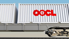 Transporte Railway dos recipientes com linha ultramarina logotipo do recipiente de Oriente de OOCL Rendição 3D editorial Fotografia de Stock