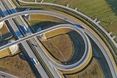 Transporte rodoviário - uma estrada de alta velocidade fotografia de stock